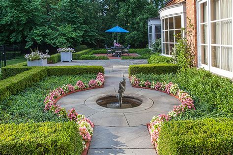 Curved Patio Pavers Front Yard Landscaping Creates An Impressive Winnetka