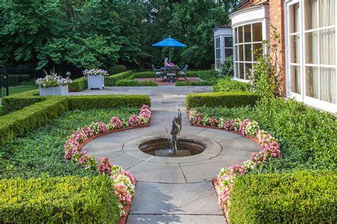 Front Yard Landscaping Creates an Impressive Winnetka