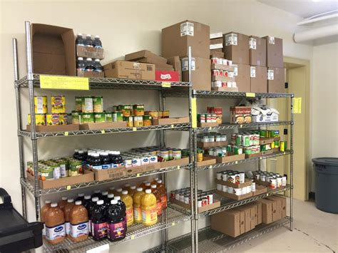 volunteer opportunities in our food pantry