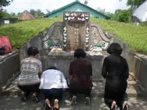 Tenda Untuk Cing inilah potret mereka yang beribadah di kuburan kuburiyyun ade