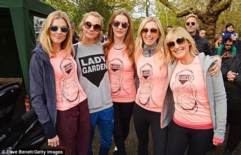 Princes Blouse Mol donna air steps out for a view of new