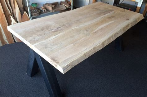 boomstam tafelblad rond tafelblad van boomstam trendy iroko ronde tafelbladen