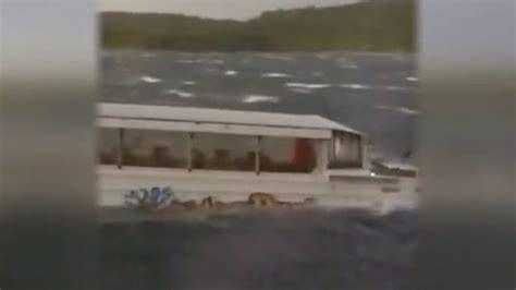 duck boat exits missouri duck boat capsizes killing 17 people bbc news