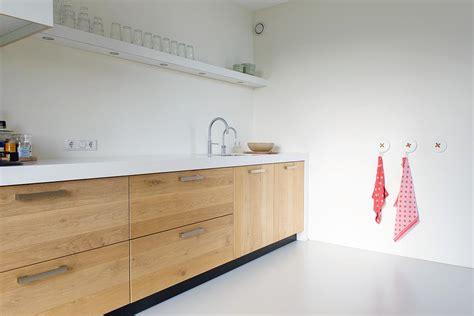 houten keuken groningen geplankt eiken stadskeuken met prachtig wit corian als