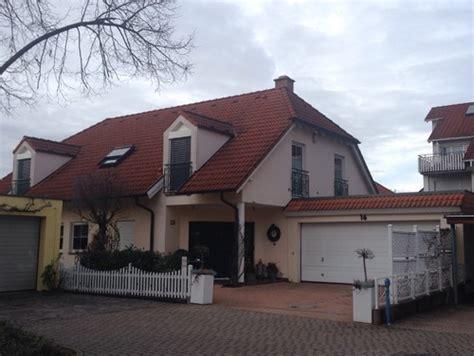 welche hausfarbe zu rotem dach welche farbe f 252 r fassade