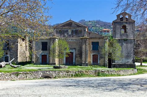 italian has lived alone in roscigno vecchio for 15