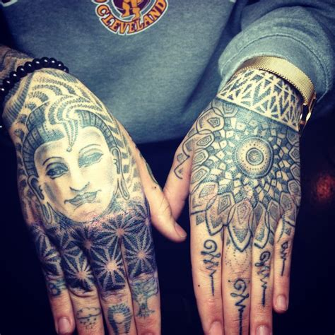 tattoo hand cross dots hand dot work tattoo http 99tattoodesigns com hand dot
