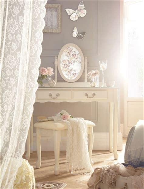 vintage bedroom curtains レースのカーテンで劇的に変わる シャビーシックに近づけるポイントとは インテリア sweet shower