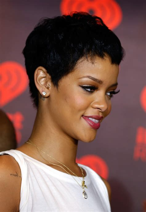 will rhianna pixie work with oblong faces pixie haircut 12 ways to style the cut stylecaster