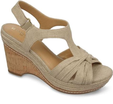 Which Color Flex Color Goes With Dolce Vita Laminate - naturalizer linore platform wedge sandals in beige