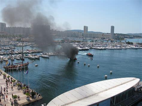 photos les images du bateau en dans le port de