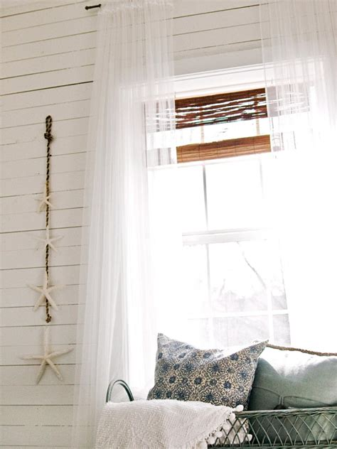 Hanging Curtains Higher Than Window Decor Decorating Small Bedrooms Dos Don Ts