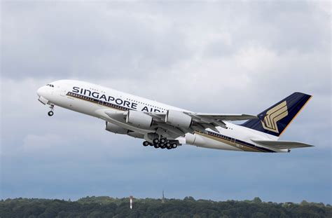 singapore airlines  takes   skies commercial aircraft airbus