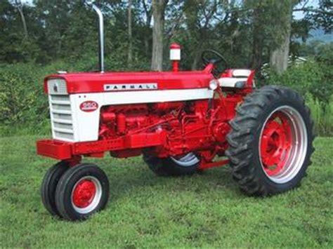 1959 Farmall 560 Diesel Antique Tractor