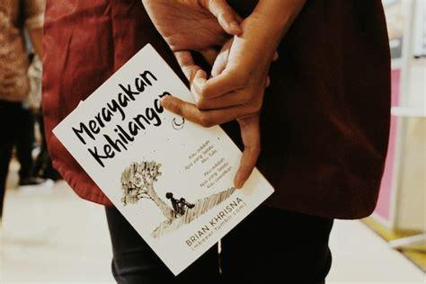 Kitab Hidup Patah Hati Kepedihan inilah 4 buku yang wajib kamu baca saat patah hati