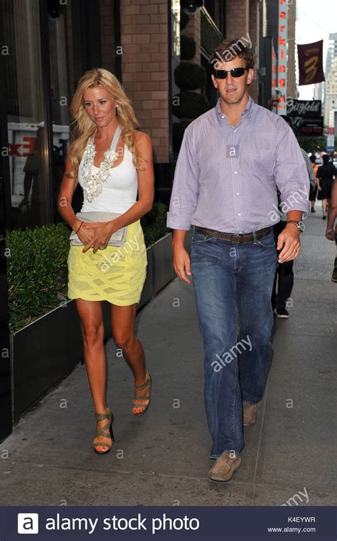 Eli Manning Sends Fiancee Abby Mcgrew Into Freezing Temps So He Wont Be Jinxed by Eli Manning And Abby Mcgrew Nfl Eli Manning