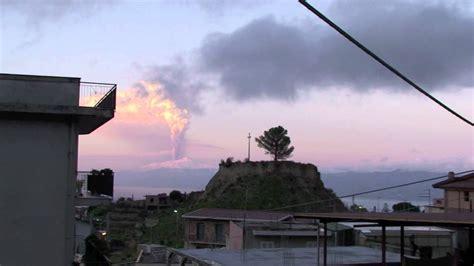 da ceggio eruzione vulcano etna sicilia vista da reggio