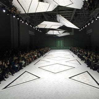 Kalung Fashion Minimlaist With Empty Triangle 81 best fashion show catwalk images on set design fashion show and stage design
