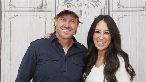 chip and joanna gaines facebook joanna gaines pregnant with fifth child fixer upper