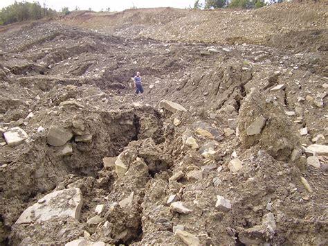 derrumbe de la segunda un deslizamiento de tierras destroza un tramo de la pista de la ladera izquierda del embalse de