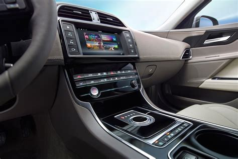 imagenes interior jaguar xe nuevo jaguar xe 2015 listo para entrar el la batalla del