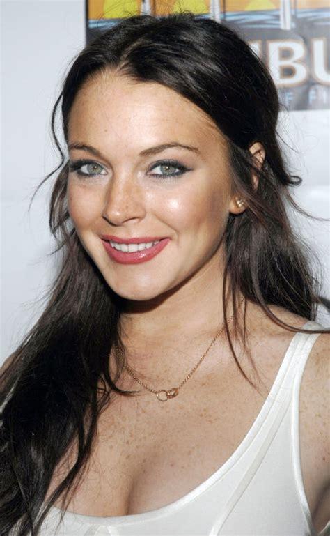 Blonde Highlights On Light Brown Hair Lindsay Lohan Hairstyles Loshairos Com