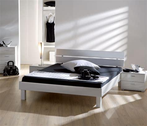 futonbett 120x200 schwarz wei 223 es hochglanz designerbett in edlem design norman