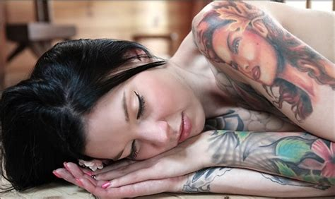 tattoo aftercare mistakes 10 tattoo aftercare mistakes to avoid 21 and married