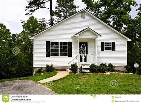 small houses for sale small white house for sale stock photography image 6002092