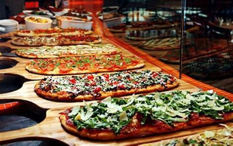 picture of ways to organize a pizza food bar at your