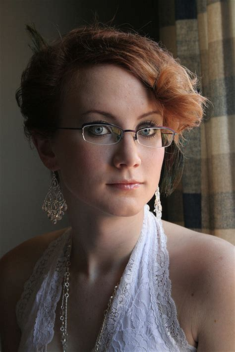 Wedding Hairstyles For Brides With Glasses by Mari 233 E 224 Lunettes Ou 224 Lentilles Mademoiselle Dentelle