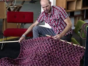 sommerküche möbel dmy 2012 mann strickt wieder monomagazin