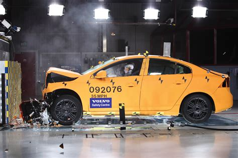 si鑒e auto crash test volvo s60 crash test frontal collision 35 mph eurocar