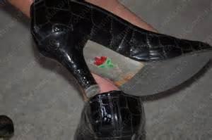 chaussures avec une sous la semelle
