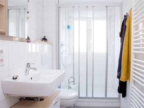 kleines badezimmer umgestaltet ideen budget das bad renovieren modernisierung f 252 r jedes budget bauen de