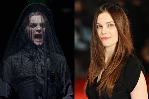 kenapa di film pee mak giginya hitam berperan jadi hantu 8 wajah asli artis ini ternyata cakep
