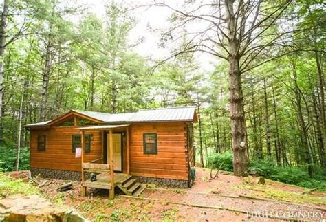 400 Square Foot Cabin by Tiny House Town Lansing Cabin With Just 400 Sq Ft Of Space