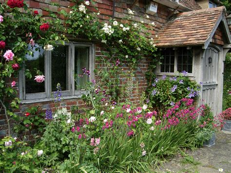 planning a cottage garden 1000 ideas about cottage gardens on gardening