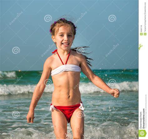 little girl models beach little girl on beach images usseek com