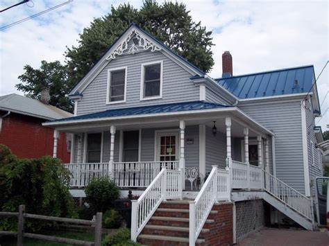 standing seam metal roofing in blue sea traditional exterior