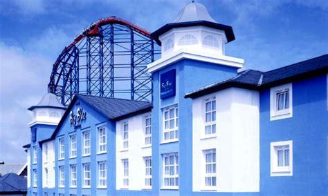 theme hotel blackpool big blue hotel in blackpool lancashire groupon getaways