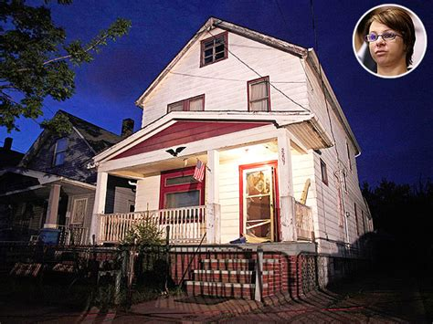ariel castro house michelle knight watches ariel castro s house destroyed people com