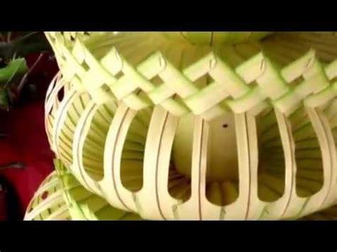cara membuat hiasan dinding dari janur cara membuat janur payung agung satya dekorasi youtube