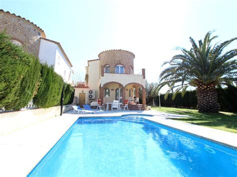 chambre piscine priv馥 villa au bord du canal avec ponton de 11m terrasse et