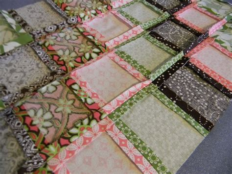 Diy Quilt by From Dahlias To Doxies Diy Doll Beds And Tiny Quilts