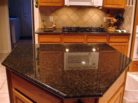 Uba Tuba Granite Kitchen by The Difference In Peacock Granite And Uba Tuba