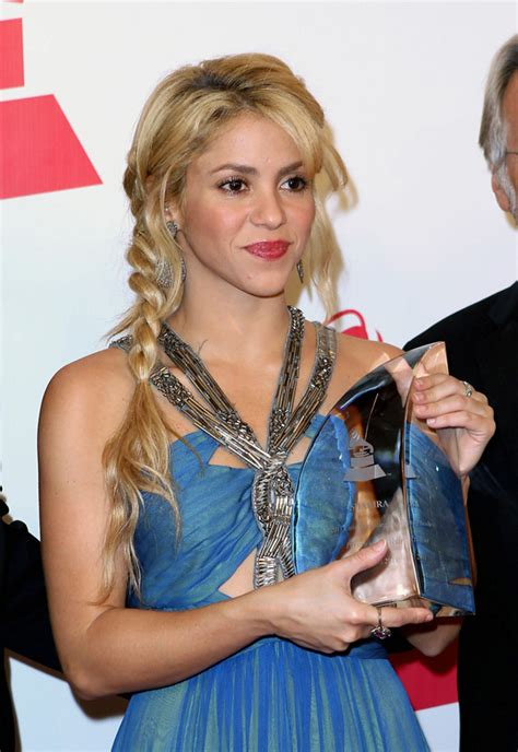 8 Reasons Were Obsessed With by Shakira Hair Color Www Pixshark Images