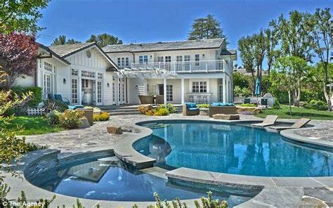 selena gomez sells her la home to iggy azalea and