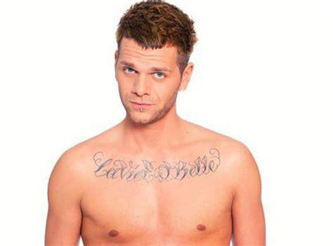 tatouage keen v 5 photos 224 d 233 couvrir des tattoos du chanteur