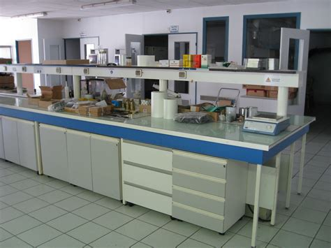 chemistry lab bench file laboratory bench jpg wikimedia commons